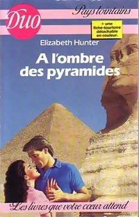 www.bibliopoche.com/thumb/A_l_ombre_des_pyramides_de_Elizabeth_Hunter/200/0222177.jpg