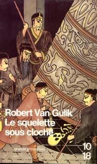 Achetez le livre d'occasion Le squelette sous cloche de Robert Van Gulik sur Livrenpoche.com